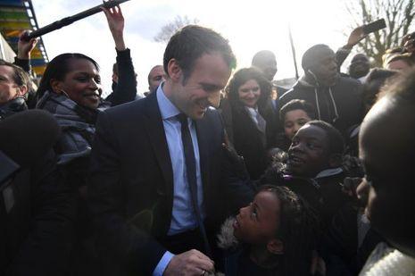 Emmanuel Macron aux Mureaux, le 7 mars 2017.
