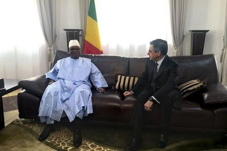 Aux côtés du chef d'Etat malien Ibrahim Boubacar Keïta pour un déjeuner à Bamako, le 18 décembre.