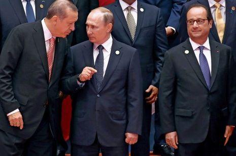 Hangzhou (Chine), le 4 septembre 2016. Le président français assiste en direct à la réconciliation du Russe Vladimir Poutine et du Turc Recep Tayyip Erdogan, au sommet du G20.