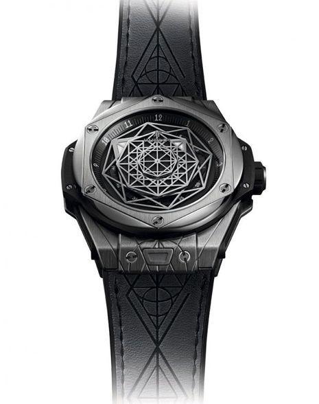 Big Bang Sang Bleu, boîte titane, bracelet en cuir et caoutchouc, mouvement automatique. Série limitée à 200 exemplaires. Hublot. 18 500 €.