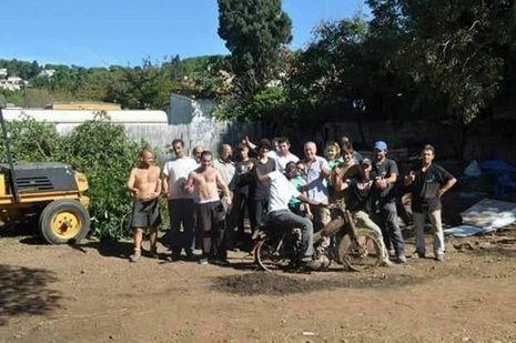 Robert Massaré et Valérie Senocq entourés de ceux qu'ils ont aidé