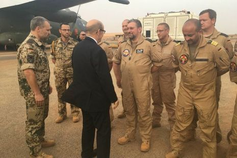 Le ministre de la Défense salue le détachement de l'armée allemande sur la base aérienne projetée de Niamey le 25 février 2017