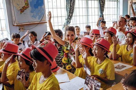 Depuis 2007, l'école Pointcom, ouverte par l'association Poussière de vie, propose une formation gratuite aux enfants des rues.