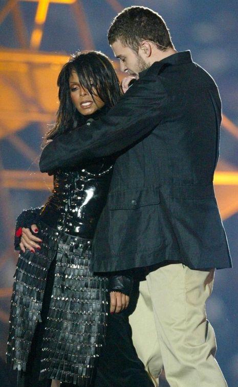 Justin Timberlake et Janet Jackson au moment du geste fatidique, le 1er février 2004.