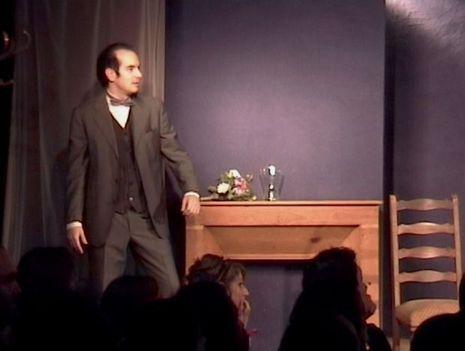 En 2003, Kyan Khojandi au début de ses aventures pendant le Cours Simon.