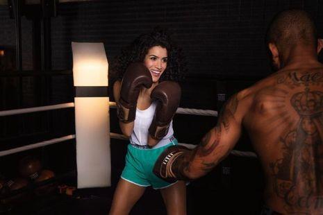 L'ex-garçon manqué a enfilé des gants de boxe pour le film « Mohamed Dubois », d'Ernesto Oña, mais, dans la vie, elle pratique les arts du cirque.