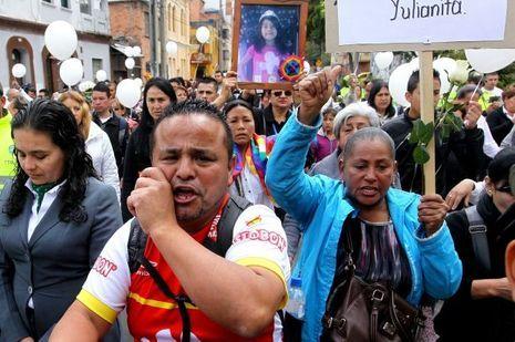 La foule a manifesté pour réclamer justice pour la fillette.