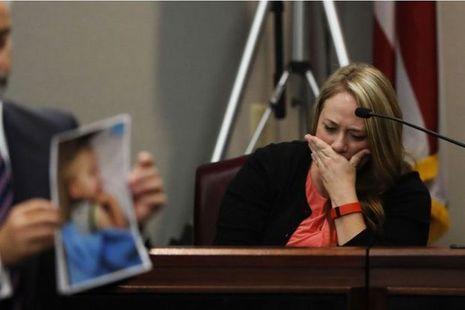 La mère, en larmes, a témoigné lors du procès