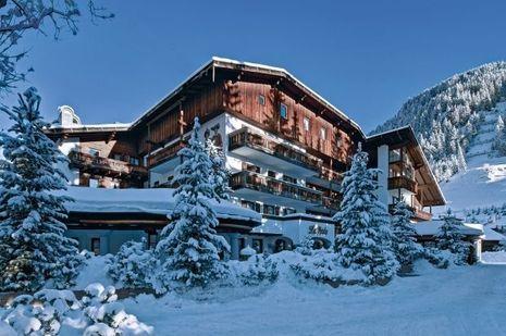La Perla est niché dans un coin tranquille du village de Corvara, dans le cadre exceptionnel des Dolomites, site inscrit au patrimoine mondial de l'Unesco.
