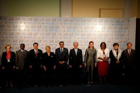 La princesse Lalla Salma du Maroc sur la photo de groupe de la Conférence mondiale de l'OMS à Montevideo, le 18 octobre 2017