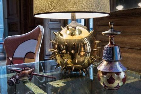 Lampe Gorgogne en bronze doré à l'or 24 carats chez Tisserant.
