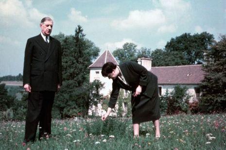 Le Général et Yvonne de Gaulle, en 1954, quatre ans avant le retour au pouvoir.