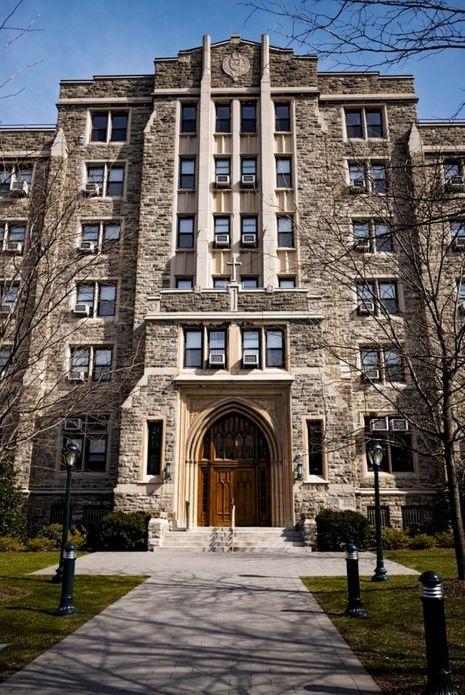 Le jeune Donald Trump habitait dans Loyola Hall, un bâtiment austère sur le campus Rose Hill de l'université Fordham, à New York.