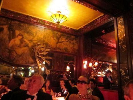 Le restaurant avec Robert Monteux et Maryse, ex-mannequin vedette de Cardin, toujours aussi splendide-