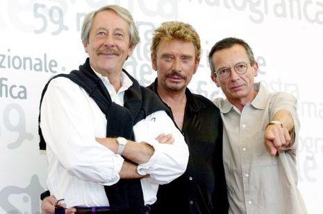 """Jean Rochefort, Johnny Hallyday et Patrice Leconte à Venise en 2002 pour """"L'homme du train""""."""