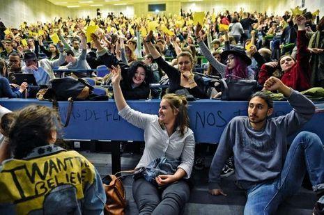 Les étudiants votent à main levée à Toulouse