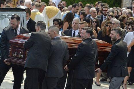 Les obsèques de la jeune femme étaient particulièrement émouvantes.