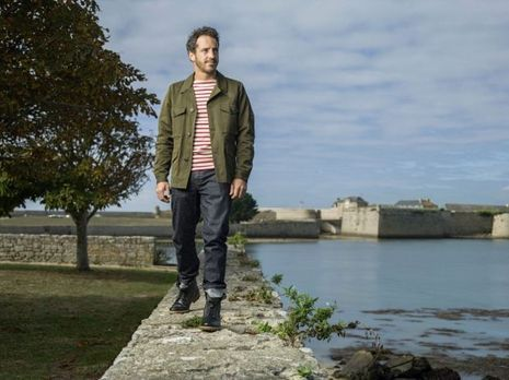 Louis Burton devant la citadelle de Port-Louis
