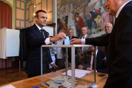 Emmanuel Macron vote dimanche matin au Touquet.