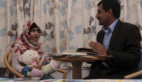 Malala Yousufzai et son père-