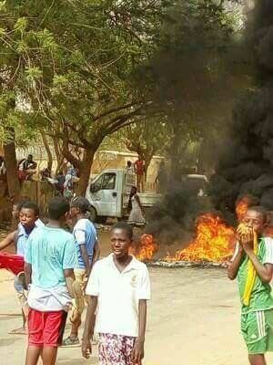 Le 10 avril 2017, à Niamey, les dégâts occasionnés par la répression d'une manifestation ayant causé un mort et des dizaines de blessés