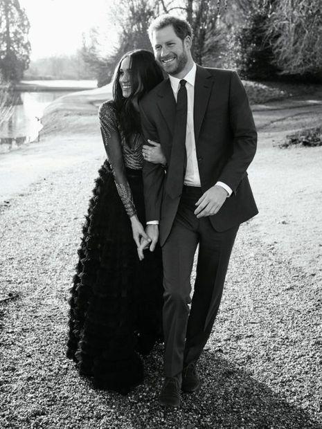 Une photo officielle et romantique des fiançailles de Meghan et Harry.