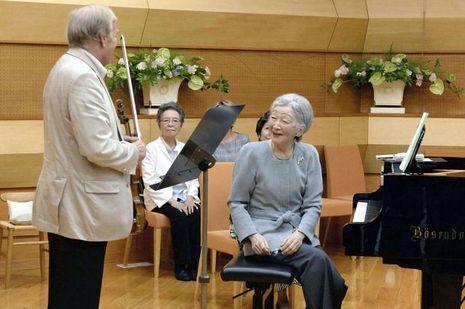 L'impératrice Michiko du Japon et le violoniste autrichien Werner Hink à Kusatsu, le 27 août 2017