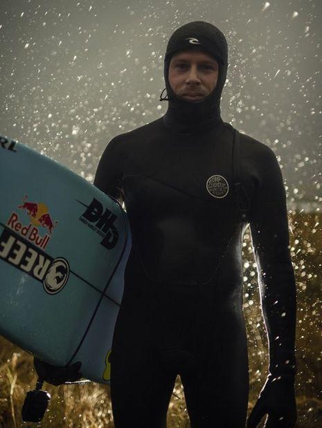 Mick Fanning a bravé les eaux froides de Norvège