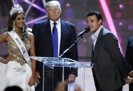 Miss USA 2013 Erin Brady, Donald Trump et Emin Agalarov lors d'une conférence de presse à Las Vegas en juin 2013.