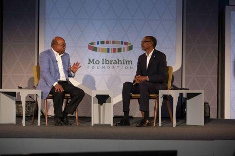 Mo Ibrahim en discussion avec Paul Kagame, le président rwandais le 28 avril à Kigali