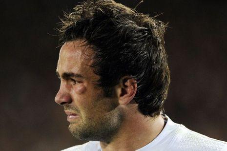 Morgan Parra en 2011, blessé en finale de la Coupe du monde, sort en larmes du terrain.
