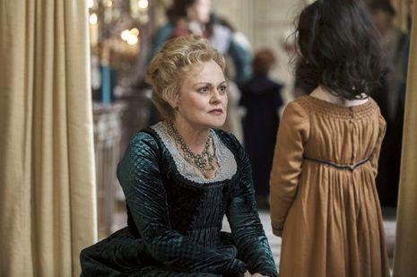 Muriel Robin dans le rôle de l'horrible belle-mère, madame Fichini.