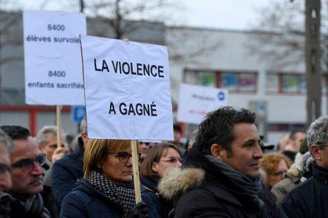 """200 """"riverains en colère"""" ont manifesté à Bouguenais."""