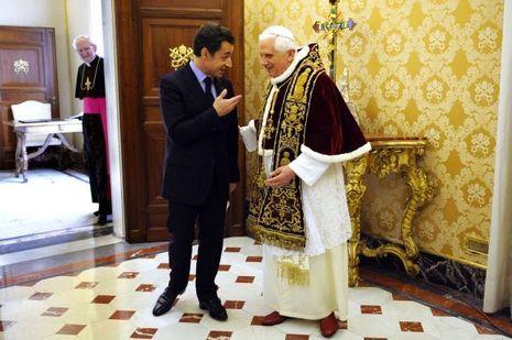Nicolas Sarkozy avec le pape Benoît XVI en décembre 2007.