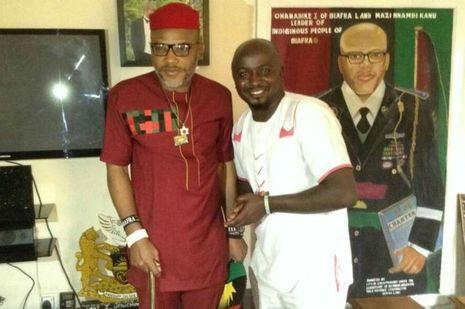 Nnamdi Kanu et notre envoyé spécial Obi Kingsley à Umuahia, chez le leader de l'IPOB.
