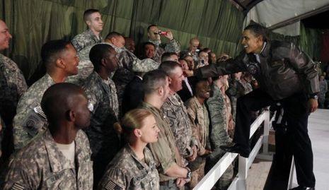 Obama devant les soldats à Kaboul en afghanistan-
