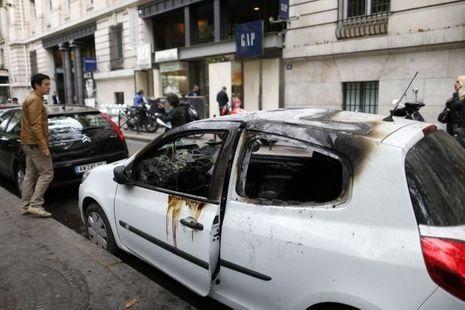 Paris-voiture-brulée
