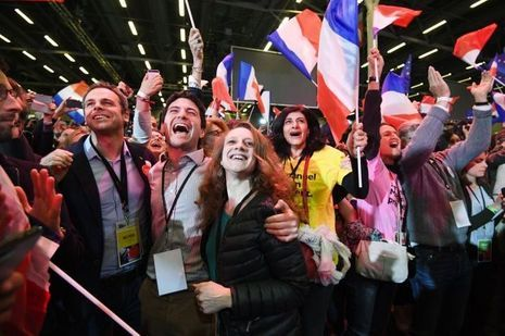 Au QG d'Emmanuel Macron, dimanche.