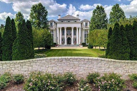 Près de Nashville, 17,5 millions de dollars en 2012. Colonnes corinthiennes de rigueur.