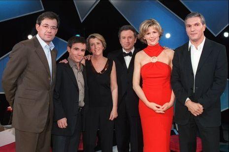En décembre 2001, Benoit Duquesne, David Pujadas, Arlette Chabot,Michel Drucker, Florence Dauchez et Rachid Arhab.