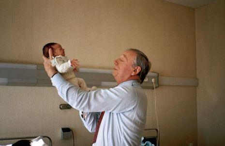 Quelques heures après la naissance de Valentin, le 31 décembre 1988, dans une clinique de Nice.