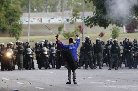 Wuilly Arteaga lors d'une manifestation anti-gouvernementale.