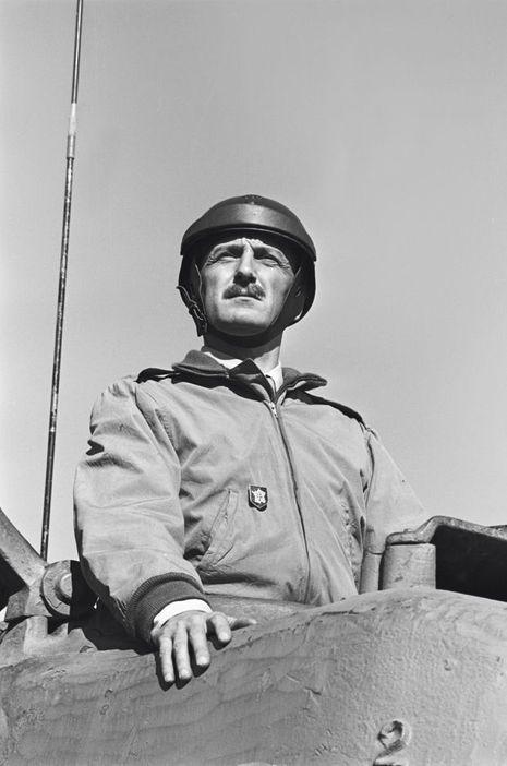 Dans «Paris brûle-t-il?» de René Clément, en 1965, il incarne le général Leclerc.