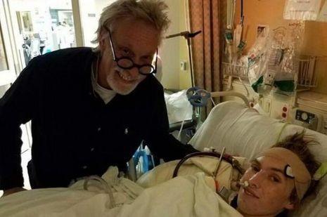 Riley et son père à l'hôpital