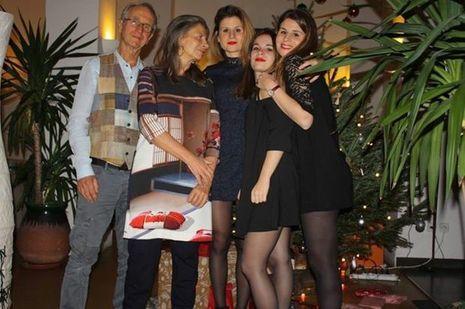 Nadalette La Fonta Six, trois ans après l'opération, avec son mari et ses trois filles.