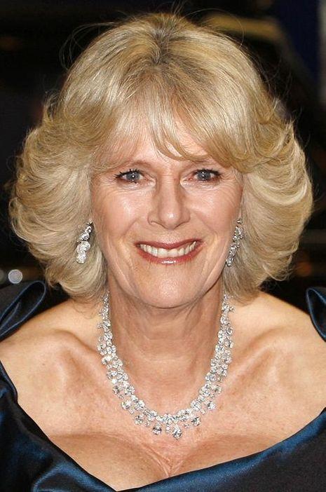Camilla Parker-Bowles avec son collier en diamants, le 11 décembre 2008