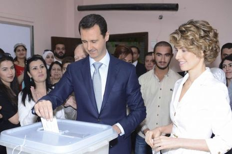 Le 3 juin 2014, Bachar et sa femme Asma votent pour les élections syriennes.