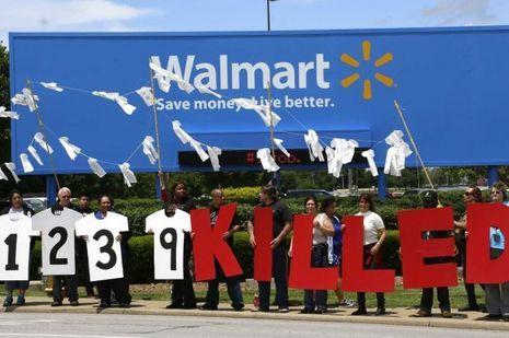 Une manifestation devant un magasin Walmart le 5 juin dans l'Arkansas.