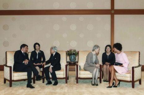 L'empereur Akihito et l'impératrice Michiko du Japon avec le président italien Matteo Renzi et son épouse au Palais impérial de Tokyo, le 3 août 2015