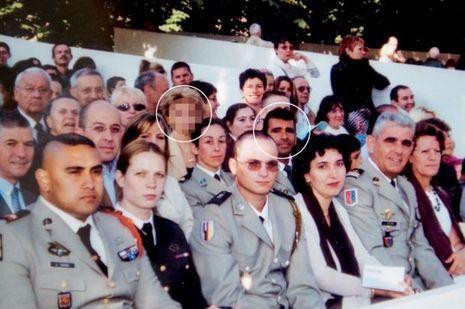 Le jour de la rencontre, pendant le défilé du 14juillet 2004: Monique et Francisco dans la tribune réservée à la Légion, sur les Champs-Elysées. L'un des souvenirs classés et répertoriés par Monique.